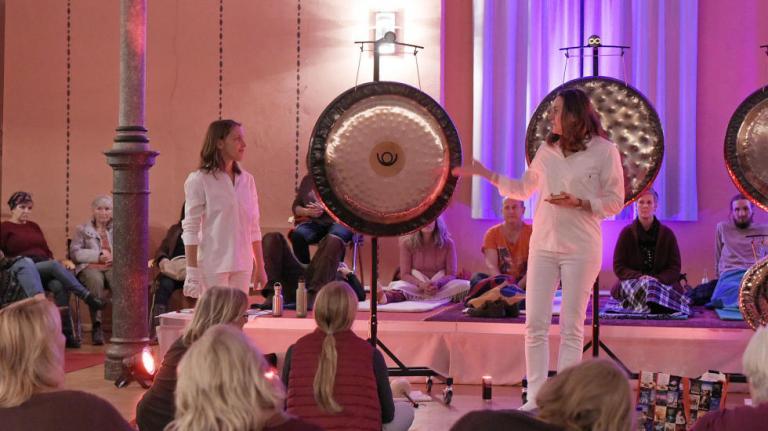 Susanne Ines Schmidt und Karla Katja Leisen / Bezalel-Synagoge